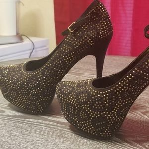 Bedazzled platform pumps